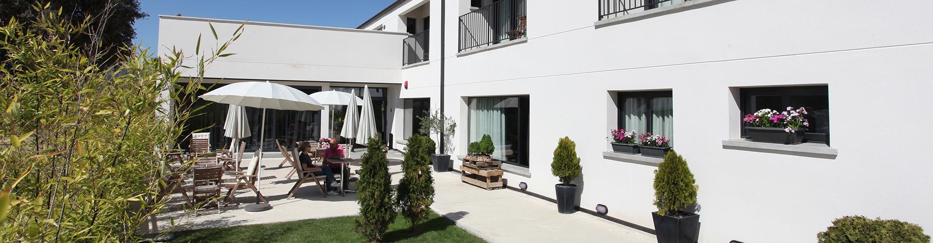 EL HOTELITO (2)