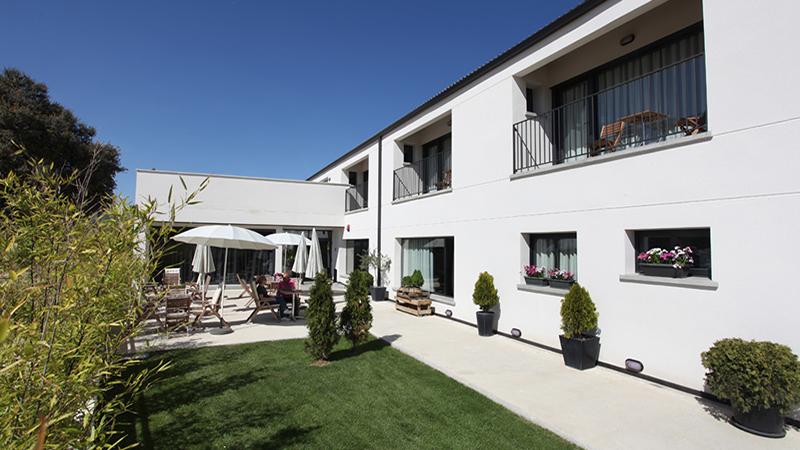 EL HOTELITO_Fassade und Garten