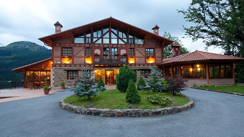 HOTEL SPA ETXEGANA, Blick auf die Fassade.