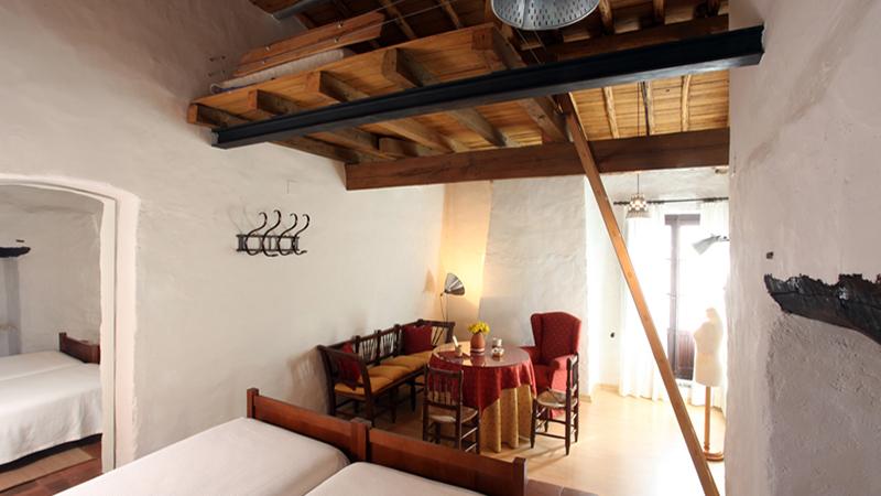 POSADA DE AMONARIA. Doppelzimmer mit Zwischengeschoss