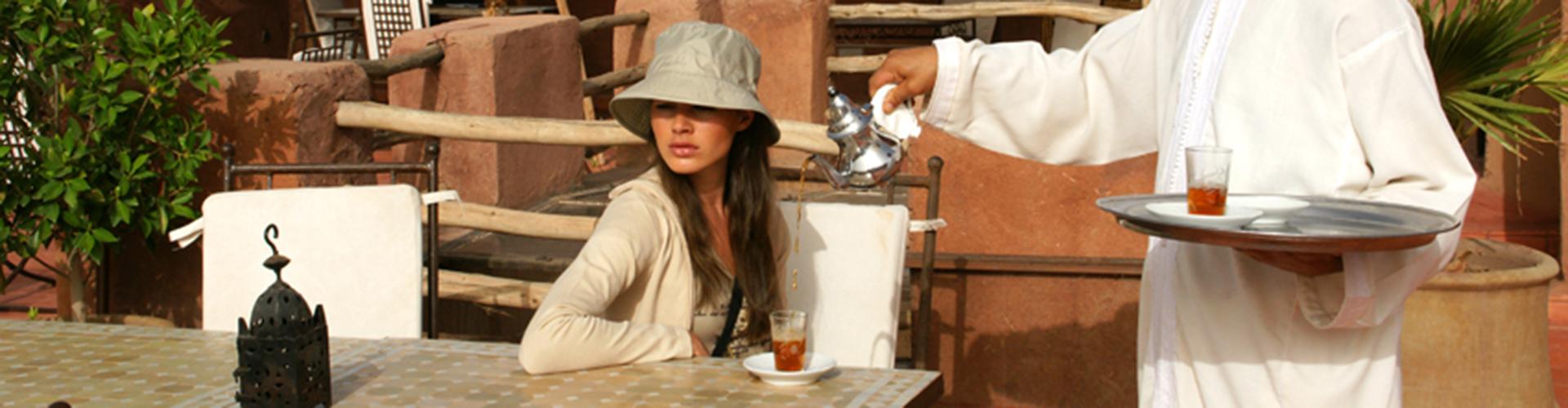 DAR KAMAR. Un té a la menta en la terraza.