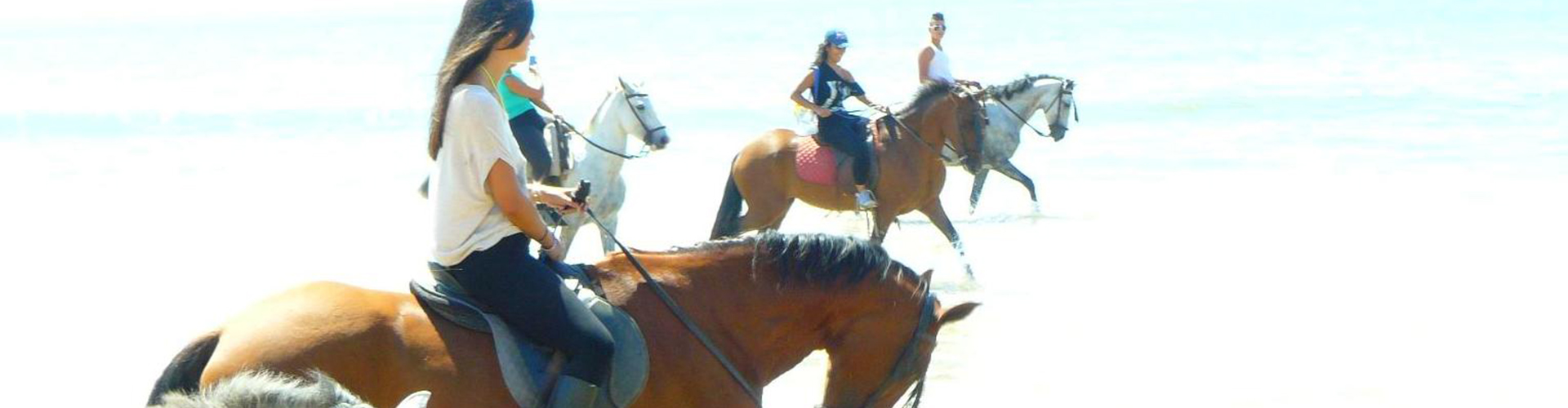 Hotel Mazagonia. Paseo a caballo por la playa.