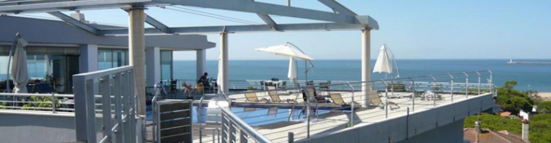 Hotel Mazagonia. Terraza y piscina, con vistas al mar.
