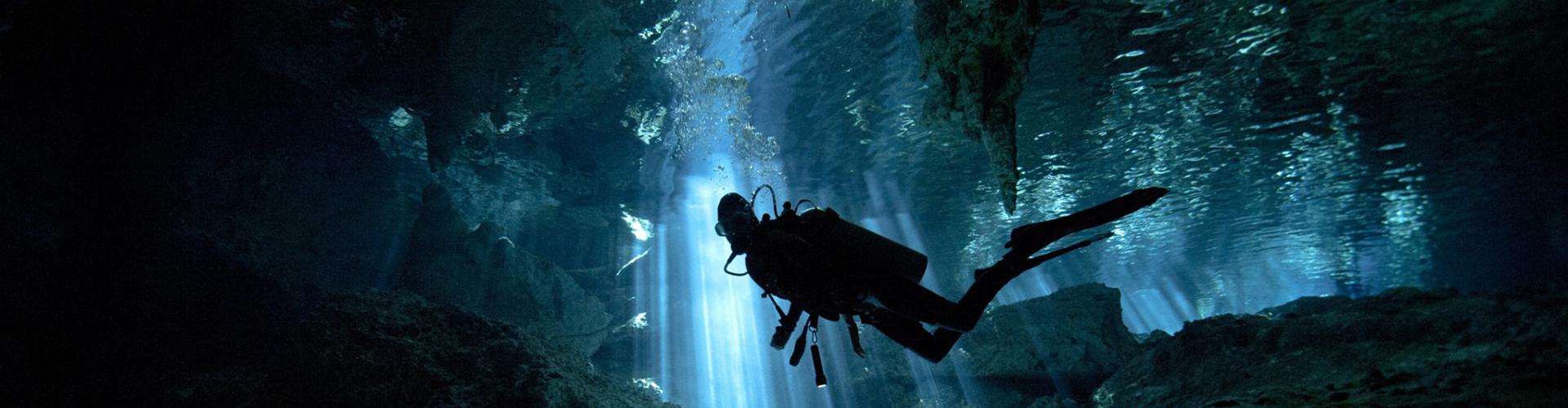 Ecovergel Tulum – Cenote con botellas