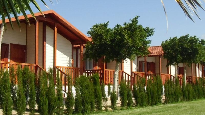 Camping Lo Monte, jardim e bungalows