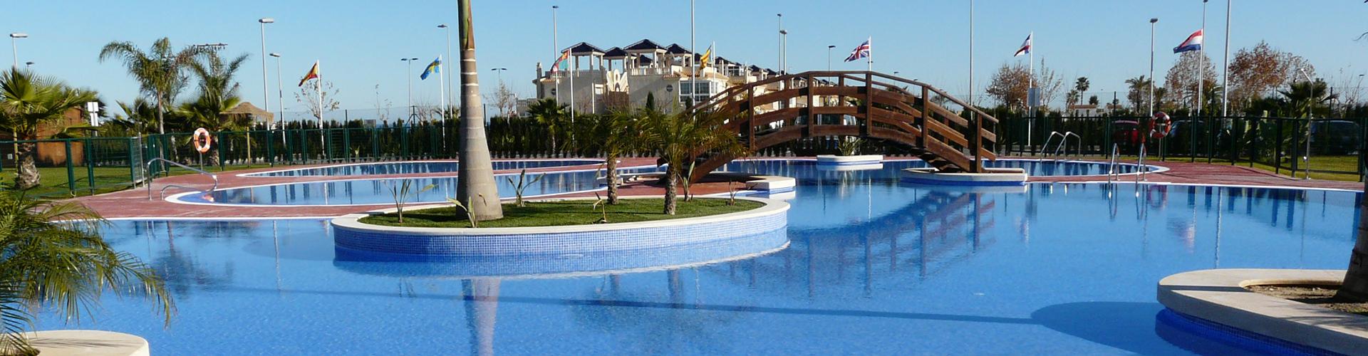 Lo Monte piscina al sol