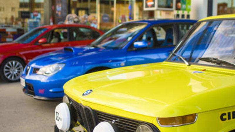 RESOTEL coches deportivos ante el hotel