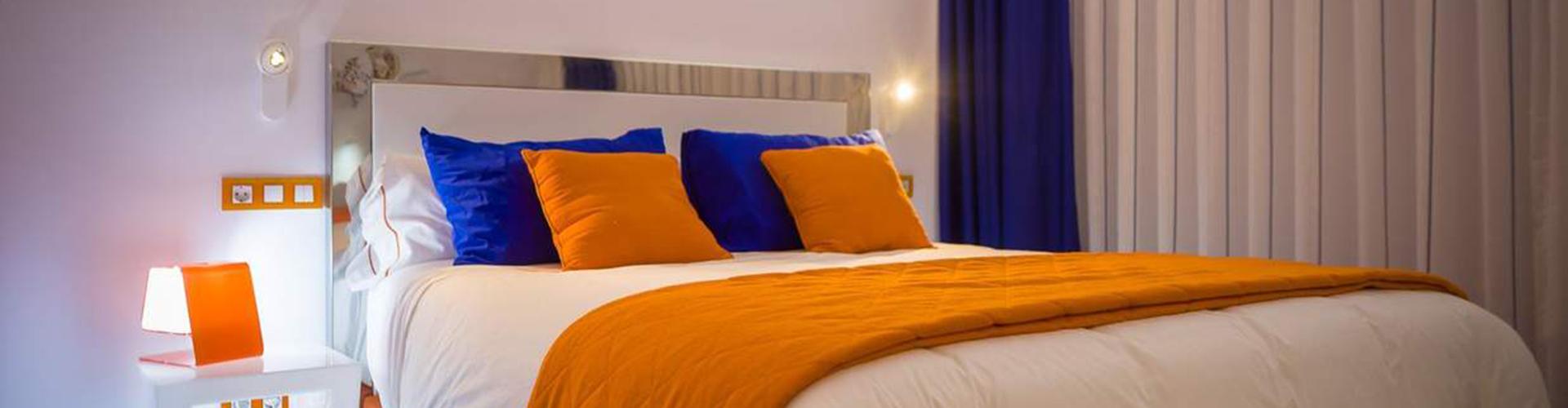 RESOTEL habitación noche cama